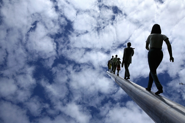 Walking to the sky * Jonathan Borofsky
