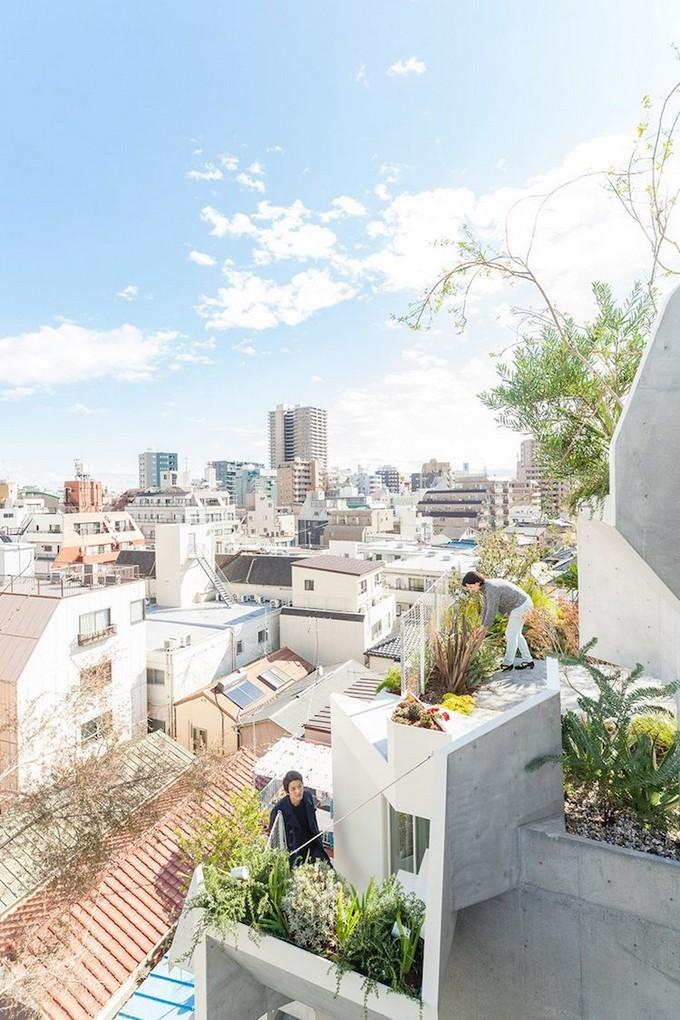 A Vertical Garden Home in Tokyo Merges Nature with the Concrete Jungle  Vertical Garden Home A Vertical Garden Home in Tokyo Merges Nature with the Concrete Jungle A Vertical Garden Home in Tokyo Merges Nature with the Concrete Jungle 4