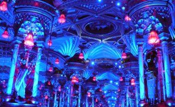 Toujours des jeux de miroirs et de lumières. http://www.visoterra.com