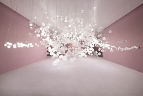 Breath of Light: Preciosa's Playful Interaction with Glass Bubbles