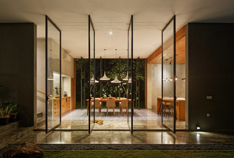 tamara wibowo's Pivoting doors offer breezes and views at Tamara Wibowo's Indonesian home pivoting doors offer breezes views tamara wibowos indonesian home 11