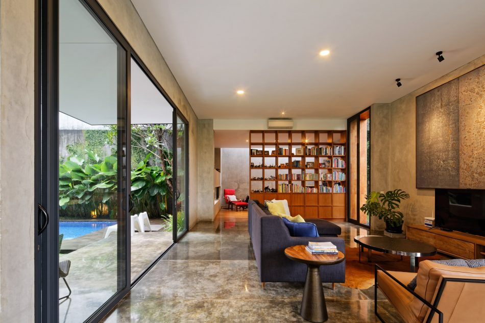 Tamara Wibowo's tamara wibowo's Pivoting doors offer breezes and views at Tamara Wibowo's Indonesian home pivoting doors offer breezes views tamara wibowos indonesian home 4