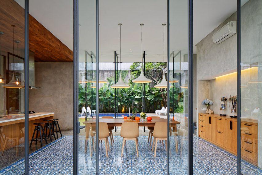tamara wibowo's Pivoting doors offer breezes and views at Tamara Wibowo's Indonesian home pivoting doors offer breezes views tamara wibowos indonesian home 6