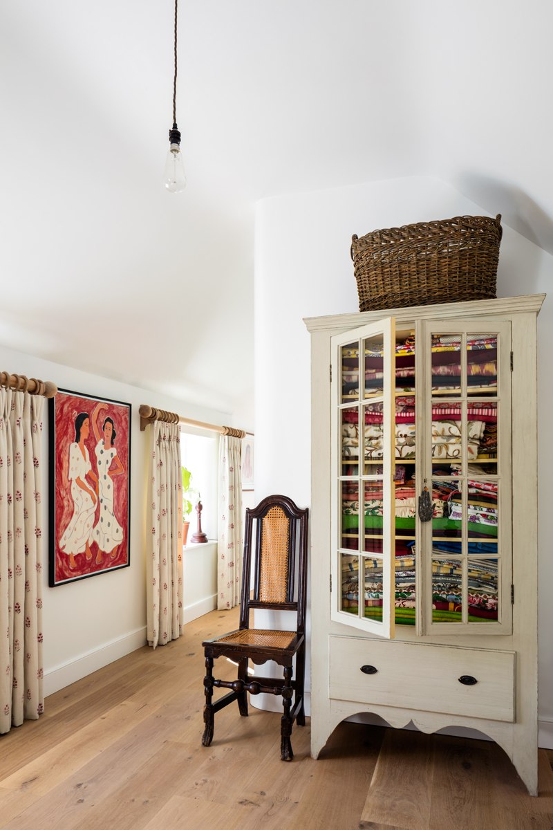 Julia Barnard Julia Barnard Julia Barnard a designer with a traditional upholstery side julia barnard designer traditional upholstery 15