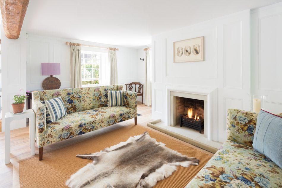 Julia Barnard Julia Barnard a designer with a traditional upholstery side julia barnard designer traditional upholstery 2