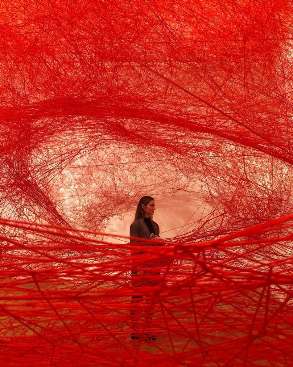 [object object] Chiharu Shiota weaves an amazing Japanese installation chiharu shiota weaves amazing japanese installation 11