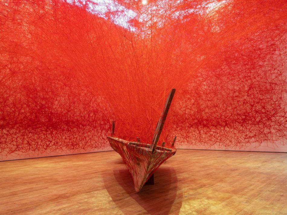 [object object] Chiharu Shiota weaves an amazing Japanese installation chiharu shiota weaves amazing japanese installation 12
