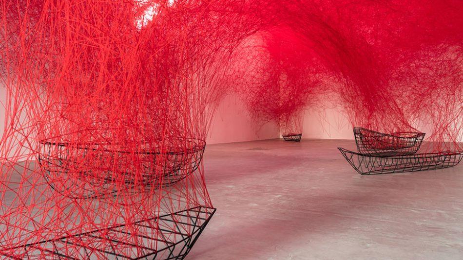 [object object] Chiharu Shiota weaves an amazing Japanese installation chiharu shiota weaves amazing japanese installation 9