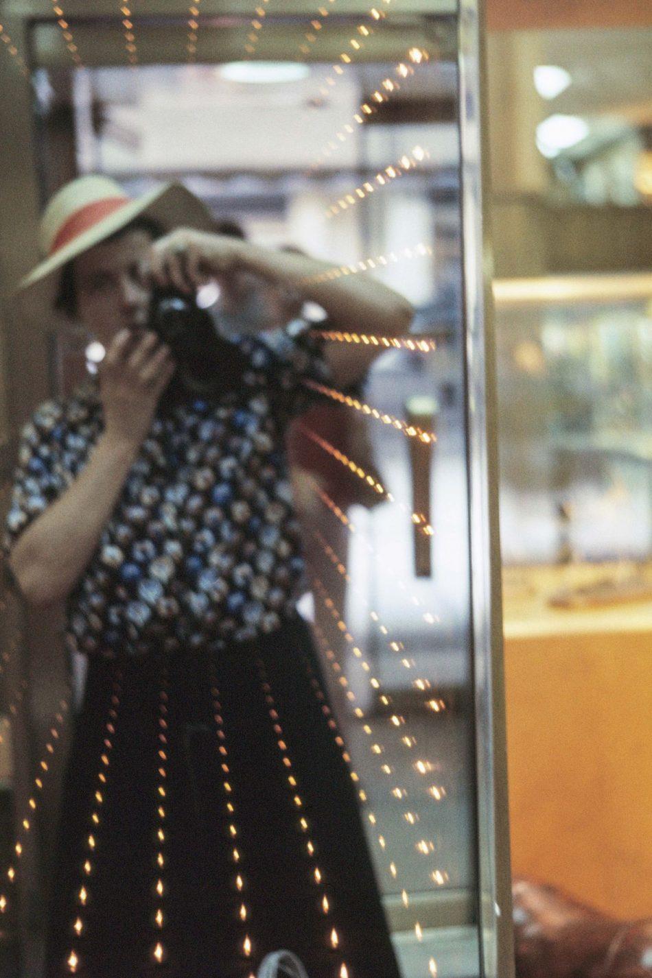 vivian maier's Vivian Maier's Color Photographs For The First Time vivian maiers color photographs time 2